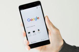 """Cara Mudah Mempercepat Koneksi Pada Google Chrome Seriring dengan semakin banyaknya pengguna smartphone serta banyaknya vendor yang menjualnya,menjadikan developer aplikasi mengembangkan berbagai inovasi untuk lebih meningkatkan performa dan menarik minat para konsumennya dengan memanfaatkan keunggulan yang ditonjolkan prduk mereka.Dan diantaranya yang paling menonjol adalah pada perangkat android dan windows. Google Chrome memang memiliki banyak keunggulan dalam fasilitasnya sebagai web browser resmi yang dimiliki goggle,Tapi kendala pada aplikasi ini adalah terletak pada kecepatannya yang kurang stabil. Secara hampir menyeluruh perangkat android akan terpasang aplikasi ini,dan banyak pengguna yang masih saja mempercayakan search engine ini karena dengan alasan malas untuk menggantinya.Namun tenanga,Ulasan dibawah ini akan memberi cara mudah untuk mempercepat koneksi pada google chrome. Penasaran dengan bagaimanakah langkah-langkahnya? Simak cara mudah dibawah ini. Cara Mempercepat Koneksi Pada Google Chrome Langkah pertama adalah dengan membuka terlebih dahulu aplikasi Google Chrome > Kalau Sudah memebuka aplikasi Google chrome > Ketik """"chrome://flags/#max-tiles-for-interest-area"""" Selanjutnya sentuh kotak layanan yang mempunyai tulisan Maximum Tiles For Interest Area > pilih angka 512 Lalu tekan Relaunch now Selesai. cara di atas bertujuan untuk mengganti RAM Rate yang sebelumnya 64 MB menjadi 512 MB (jauh lebih besar dari versi default) dan juga menurunkan frame rate. Cara menurunkan frame rate: Ketik lagi """"chrome://flags/#enable-new-ntp"""" > ganti kotak Default menjadi Enable > tekan Relaunch Now Restart Google Chrome kamu Selesai. Mungkin cara diatas terkesan sangat sederhana dan mudah dilakukan,tapi manfaat yang dihasilkan cukup besar bagi penggunaan Google Chrone kamu. Maka dengan begitusarana untuk menuelusuri web site pengguna perangkat android kamu akan berjalan dengan lebih responsif dan cepat,Serta meninggalkan kesan Google Chrome sebagai web broowser yang"""