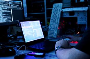 Bahaya Yang Mengintai Ketika Mencharger Smartphone Menggunakan Laptop
