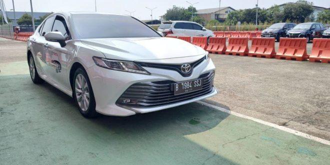 Ini Perbedaan Karakter Berkendara dengan Toyota Camry Hybrid dan Versi Standar